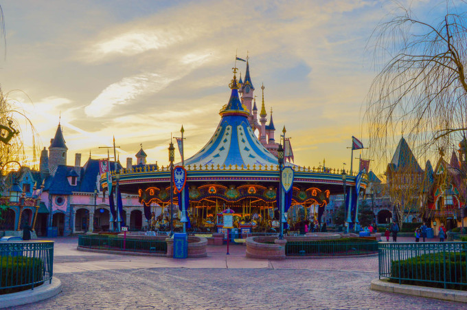 disneyland_paris_carrousel_sunrise3