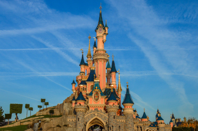 disneyland_paris_castle_front1