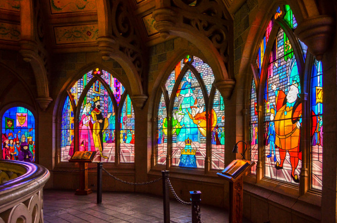 disneyland_paris_castle_stained_glass