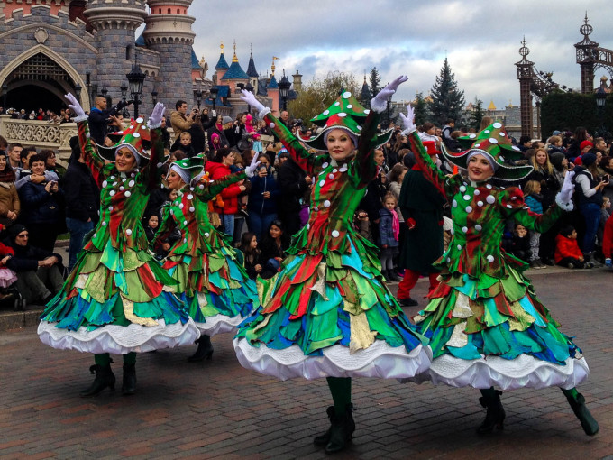 disneys christmas celebration parade dancers