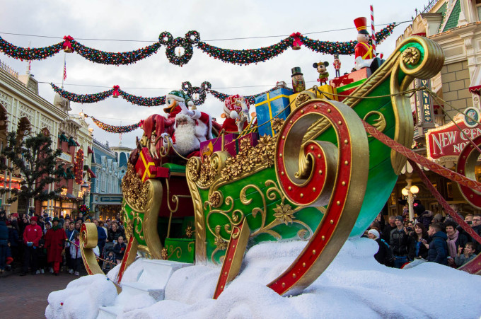 Sant Claus in Disneyland Paris Parade