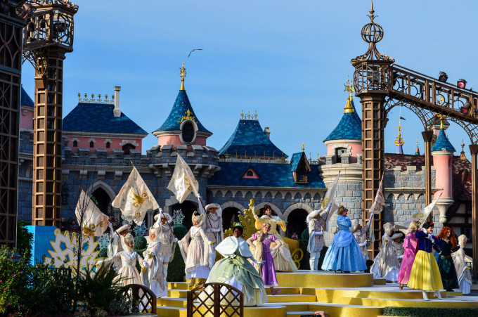 Princess Promenade during Christmas at Disneyland Paris