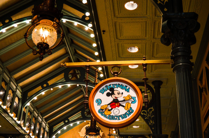 Disneyland Paris Discovery Arcade Mickey Clock
