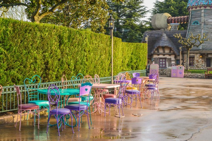 March Hare Refreshments Disneyland Paris Seating