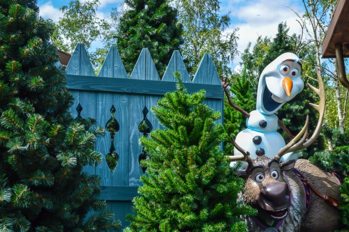 disneyland_paris_frozen_marketplace_olaf_sven