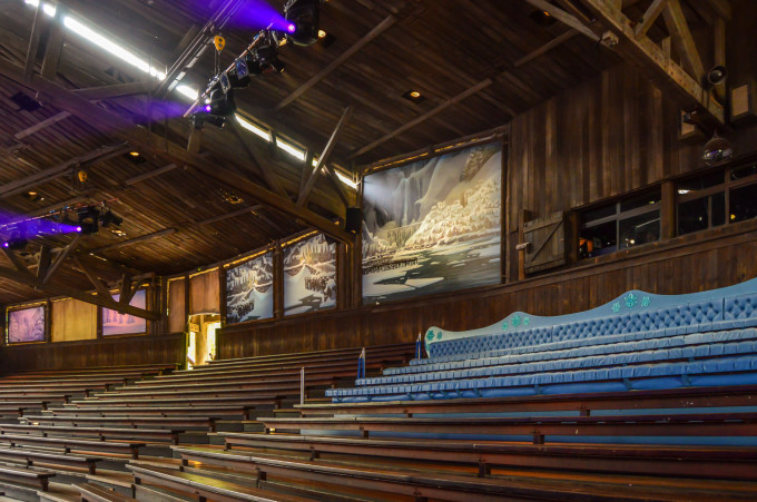 disneyland_paris_frozen_sing_along_seating