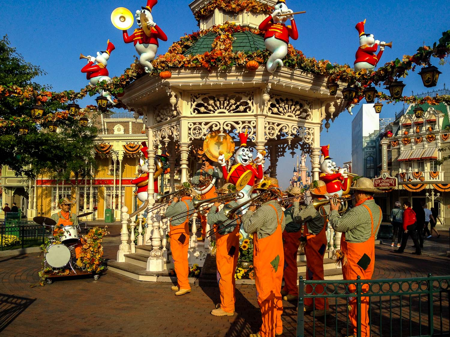 disneyland_paris_halloween_octoween_brass_band3