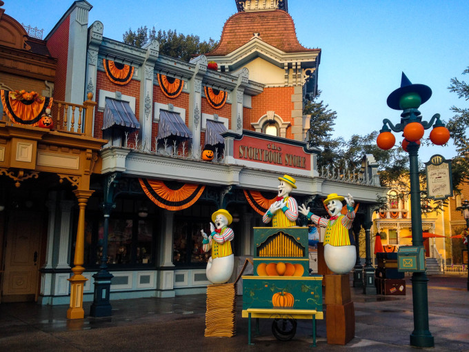 Singing Ghosts during Halloween at Disneyland Paris