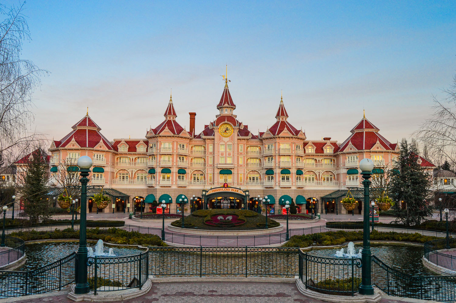 Disneyland Paris - Paradise Found Around