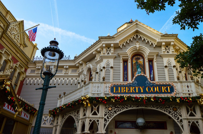 disneyland_paris_main_street_usa_liberty_court