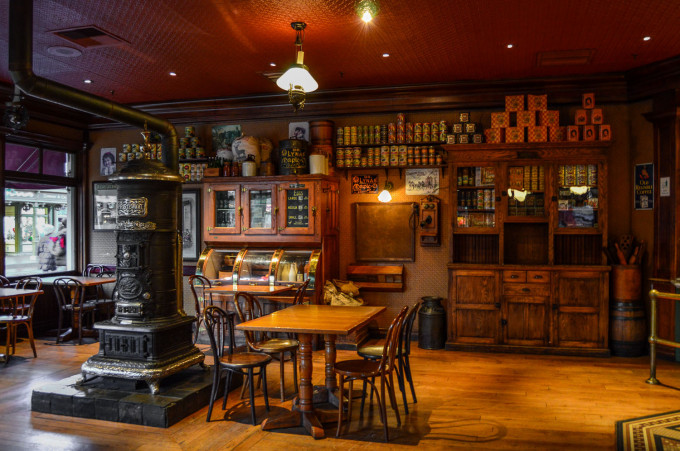 disneyland_paris_market_house_dining_room_stove