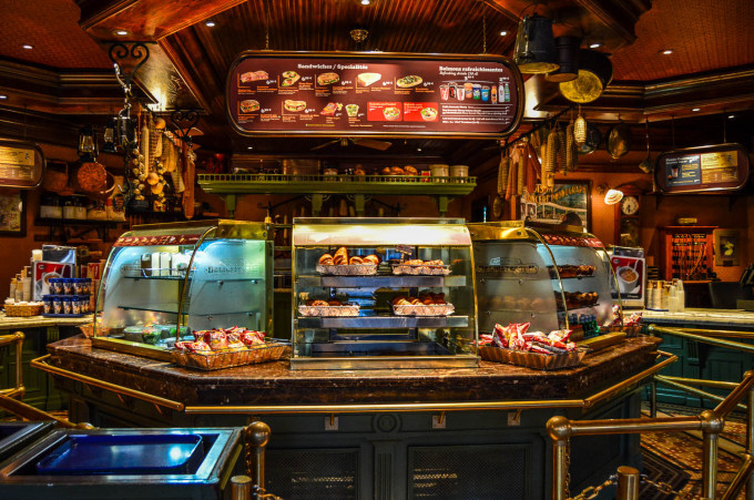 disneyland_paris_market_house_food_counter