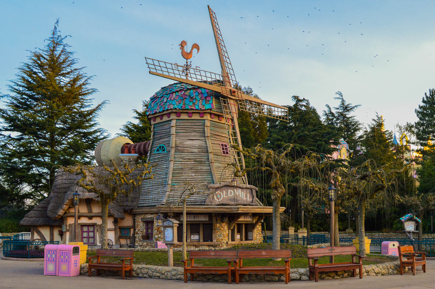 disneyland_paris_old_mill_sunrise3