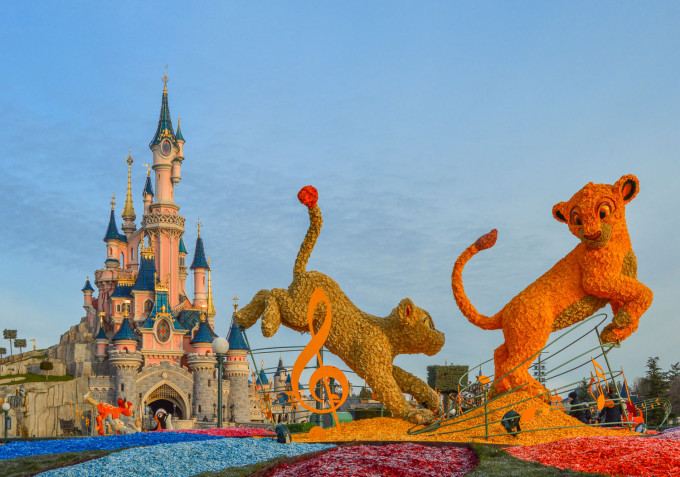 Swing into Spring 2015 Disneyland Paris Lion King Topiary