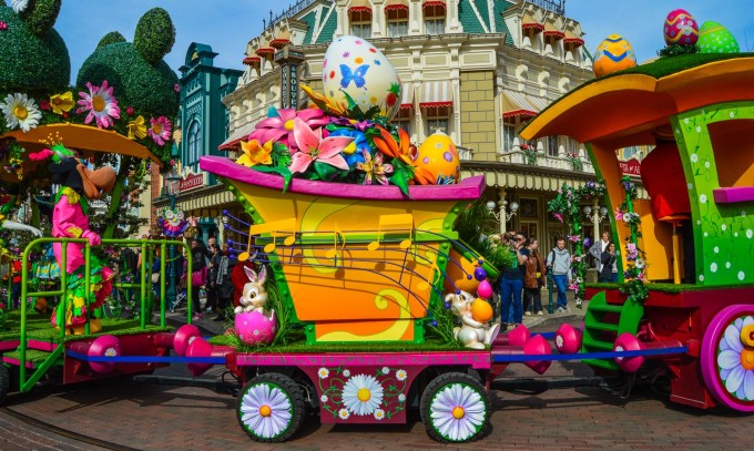 Minne Little Spring Train Disneyland Paris Swing into Spring 2015