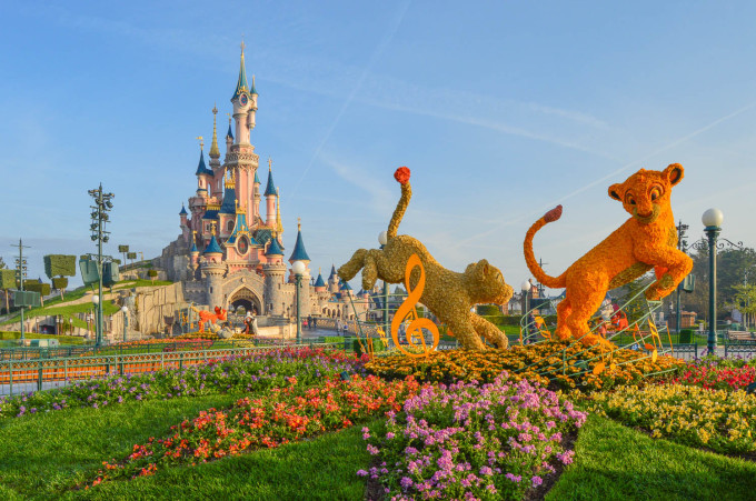 disneyland_paris_swing_into_spring_topiary_hub2
