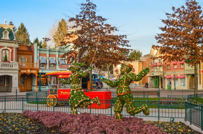 Disneyland Paris Swing into Spring Topiary