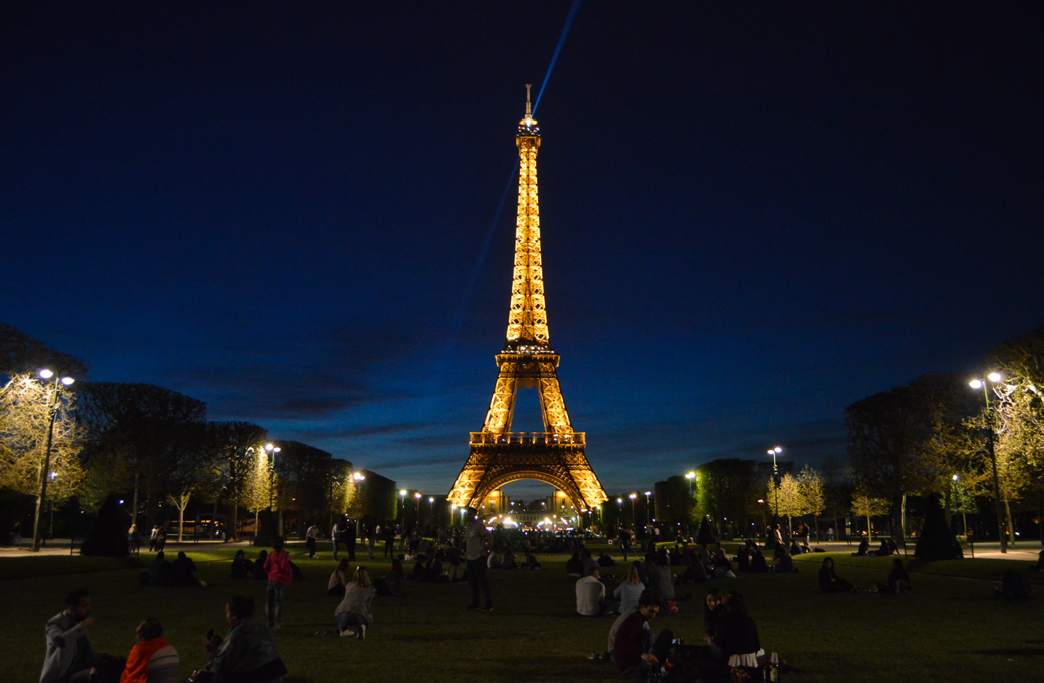 eiffel_tower_paris_night