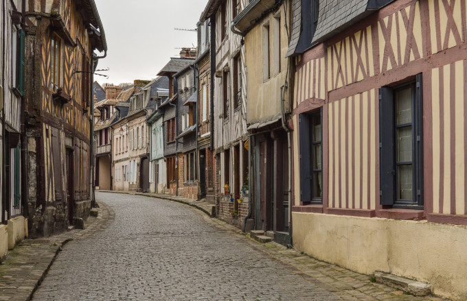 france_small_town_streets