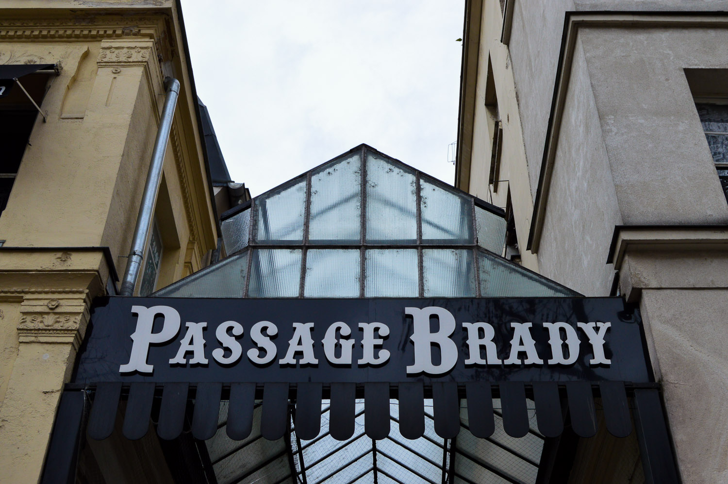 pooja_paris_passage_brady_exterior_sign